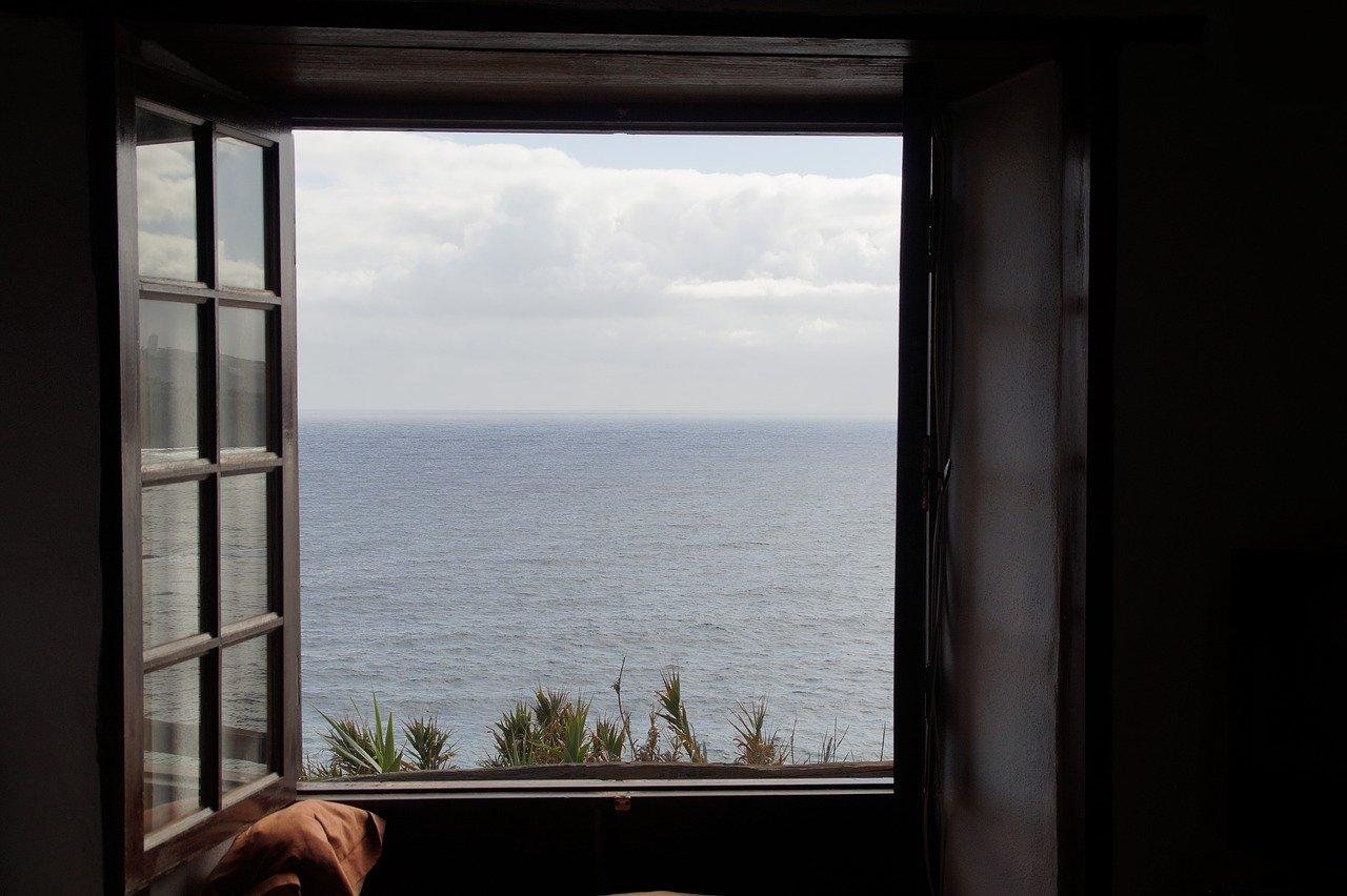 Fenêtre ouverte au bruit